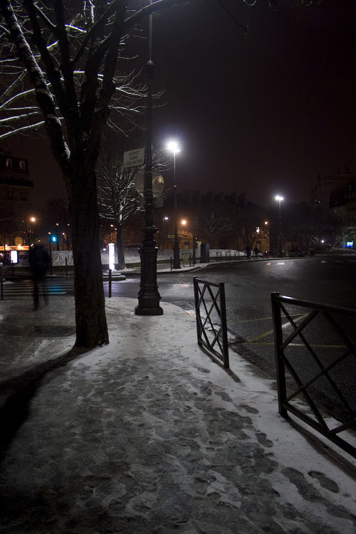 Paris footprints in the snow © 2009 Lanora S. MuellerAll rights reserved.